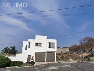 NEX-47707 - Casa en Venta, con 3 recamaras, con 4 baños, con 383 m2 de construcción en Brisas, CP 62584, Morelos.