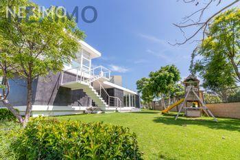 NEX-48217 - Casa en Venta, con 3 recamaras, con 2 baños, con 1 medio baño, con 209 m2 de construcción en Lomas de Angelópolis, CP 72830, Puebla.
