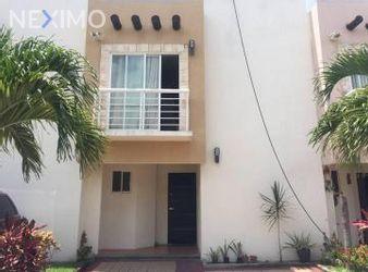 NEX-47641 - Casa en Renta, con 3 recamaras, con 2 baños, con 1 medio baño, con 110 m2 de construcción en Supermanzana 512, CP 77534, Quintana Roo.