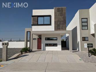 NEX-54750 - Casa en Venta, con 3 recamaras, con 2 baños, con 1 medio baño, con 102 m2 de construcción en Las Palmas, CP 32330, Chihuahua.