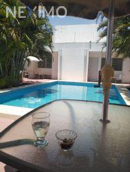 NEX-49121 - Casa en Venta, con 6 recamaras, con 5 baños, con 1 medio baño, con 280 m2 de construcción en Vista Alegre, CP 97130, Yucatán.