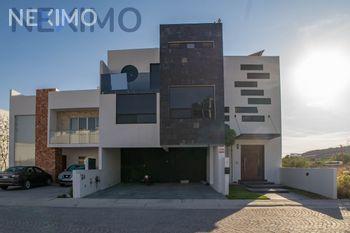 NEX-47845 - Casa en Venta, con 3 recamaras, con 4 baños, con 2 medio baños, con 357 m2 de construcción en Juriquilla, CP 76226, Querétaro.