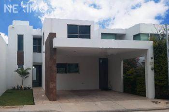 NEX-48883 - Casa en Venta, con 2 recamaras, con 1 baño, con 1 medio baño, con 180 m2 de construcción en Altabrisa, CP 97130, Yucatán.