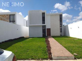 NEX-49076 - Casa en Venta, con 3 recamaras, con 3 baños, con 1 medio baño, con 250 m2 de construcción en Conkal, CP 97345, Yucatán.