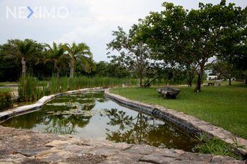 NEX-51132 - Terreno en Venta, con 336 m2 de construcción en Xcanatún, CP 97302, Yucatán.
