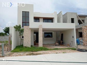 NEX-52378 - Casa en Venta, con 3 recamaras, con 3 baños, con 1 medio baño, con 256 m2 de construcción en Santa Gertrudis Copo, CP 97305, Yucatán.