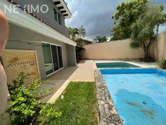 NEX-50228 - Casa en Renta, con 4 recamaras, con 4 baños, con 1 medio baño, con 895 m2 de construcción en Montebello, CP 97113, Yucatán.