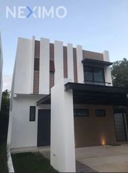 NEX-50253 - Casa en Renta, con 3 recamaras, con 2 baños, con 1 medio baño, con 1 m2 de construcción en Álamos I, CP 77533, Quintana Roo.