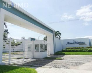 NEX-56234 - Casa en Venta, con 3 recamaras, con 2 baños, con 1 medio baño, con 192 m2 de construcción en Agua Marina Residencial, CP 28869, Colima.