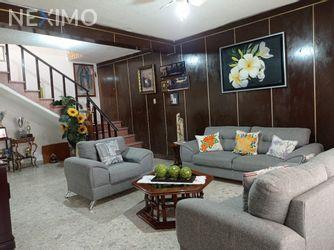 NEX-55100 - Casa en Venta, con 4 recamaras, con 1 baño, con 1 medio baño, con 254 m2 de construcción en Centro, CP 76000, Querétaro.