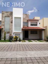 NEX-53548 - Casa en Renta, con 3 recamaras, con 3 baños, con 1 medio baño, con 180 m2 de construcción en Cañada de Santiago, CP 72768, Puebla.