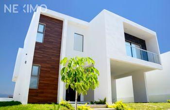 NEX-49816 - Casa en Renta, con 4 recamaras, con 4 baños, con 1 medio baño, con 288 m2 de construcción en Colinas de Bellavista, CP 29059, Chiapas.