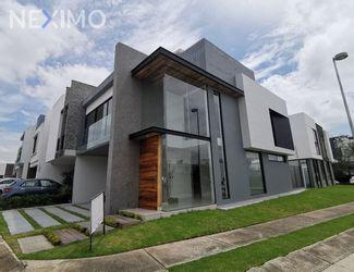 NEX-54264 - Casa en Venta, con 3 recamaras, con 3 baños, con 1 medio baño, con 254 m2 de construcción en Punto Sur, CP 45645, Jalisco.