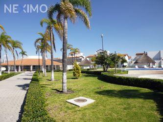 NEX-50117 - Casa en Renta, con 3 recamaras, con 2 baños, con 1 medio baño, con 136 m2 de construcción en Villas Palmira, CP 76146, Querétaro.