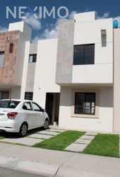 NEX-50627 - Casa en Renta, con 3 recamaras, con 1 baño, con 5 medio baños, con 90 m2 de construcción en Rincones del Marques, CP 76246, Querétaro.