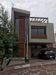 NEX-54436 - Casa en Venta, con 4 recamaras, con 5 baños, con 293 m2 de construcción en Zibatá, CP 76269, Querétaro.