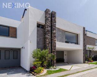 NEX-53580 - Casa en Venta, con 4 recamaras, con 5 baños, con 319 m2 de construcción en Santa Clara Ocoyucan, CP 72850, Puebla.