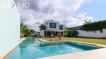 NEX-50624 - Casa en Venta, con 3 recamaras, con 4 baños, con 429 m2 de construcción en Santa Gertrudis Copo, CP 97305, Yucatán.