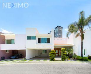 NEX-52725 - Casa en Renta, con 3 recamaras, con 3 baños, con 1 medio baño, con 355 m2 de construcción en Santa Fe, CP 72825, Puebla.