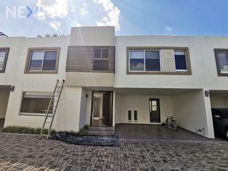 NEX-54874 - Casa en Renta, con 3 recamaras, con 2 baños, con 1 medio baño, con 200 m2 de construcción en Floral, CP 72803, Puebla.