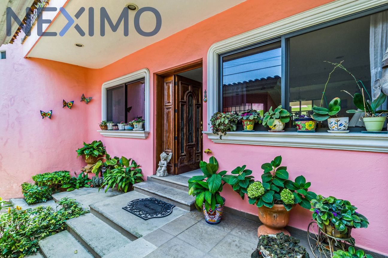 En venta casa residencial con seguridad las 24 horas en el Fraccionamiento Junto al Río en Temixco