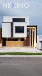 NEX-54507 - Casa en Venta, con 4 recamaras, con 5 baños, con 242 m2 de construcción en Zibatá, CP 76269, Querétaro.