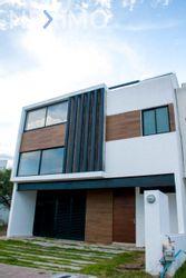 NEX-55002 - Casa en Venta, con 3 recamaras, con 2 baños, con 2 medio baños, con 207 m2 de construcción en Residencial el Refugio, CP 76146, Querétaro.