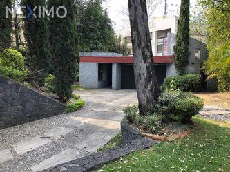 NEX-12780 - Casa en Venta, con 4 recamaras, con 4 baños, con 1 medio baño, con 501 m2 de construcción en Bosque de las Lomas, CP 11700, Ciudad de México.