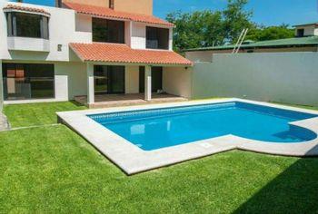 NEX-1319 - Casa en Venta en Lomas de Cuernavaca, CP 62586, Morelos, con 3 recamaras, con 3 baños, con 300 m2 de construcción.