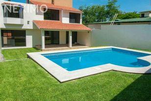 NEX-1319 - Casa en Venta, con 3 recamaras, con 3 baños, con 300 m2 de construcción en Lomas de Cuernavaca, CP 62586, Morelos.