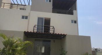 NEX-30563 - Casa en Renta en Club de Golf Santa Fe, CP 62790, Morelos, con 3 recamaras, con 2 baños, con 1 medio baño, con 151 m2 de construcción.