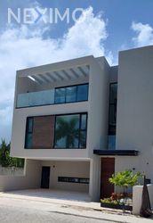 NEX-54349 - Casa en Venta, con 4 recamaras, con 4 baños, con 1 medio baño, con 280 m2 de construcción en Zona Hotelera, CP 77500, Quintana Roo.