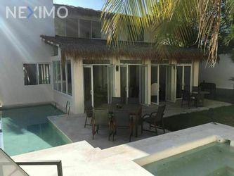 NEX-55849 - Casa en Venta, con 3 recamaras, con 5 baños, con 1 medio baño, con 330 m2 de construcción en Lagos del Sol, CP 77533, Quintana Roo.