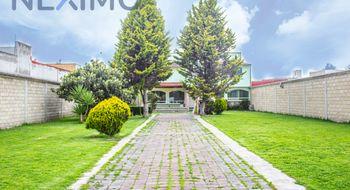 NEX-10028 - Casa en Venta en Llano Grande, CP 52148, México, con 4 recamaras, con 2 baños, con 1 medio baño, con 370 m2 de construcción.