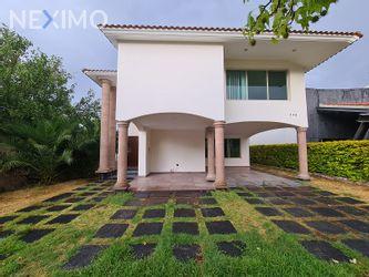 NEX-46418 - Casa en Renta, con 4 recamaras, con 3 baños, con 2 medio baños, con 608 m2 de construcción en Villantigua, CP 78214, San Luis Potosí.