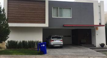 NEX-7796 - Casa en Venta en Club de Golf la Loma, CP 78215, San Luis Potosí, con 3 recamaras, con 3 baños, con 1 medio baño, con 350 m2 de construcción.