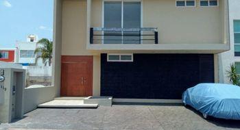 NEX-12670 - Casa en Venta en Residencial el Refugio, CP 76146, Querétaro, con 3 recamaras, con 3 baños, con 1 medio baño, con 262 m2 de construcción.