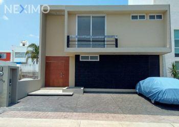 NEX-12670 - Casa en Venta, con 3 recamaras, con 3 baños, con 1 medio baño, con 262 m2 de construcción en Residencial el Refugio, CP 76146, Querétaro.