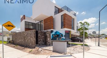 NEX-16446 - Casa en Venta en Cañadas del Lago, CP 76922, Querétaro, con 3 recamaras, con 3 baños, con 1 medio baño, con 215 m2 de construcción.