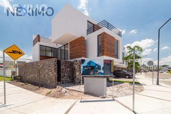 NEX-16446 - Casa en Venta, con 3 recamaras, con 3 baños, con 1 medio baño, con 215 m2 de construcción en Cañadas del Lago, CP 76922, Querétaro.