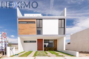 NEX-20775 - Casa en Venta, con 3 recamaras, con 3 baños, con 2 medio baños, con 250 m2 de construcción en Cañadas del Lago, CP 76922, Querétaro.