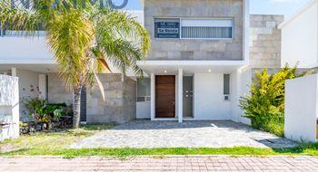 NEX-25224 - Casa en Renta en Residencial el Refugio, CP 76146, Querétaro, con 3 recamaras, con 2 baños, con 1 medio baño, con 200 m2 de construcción.