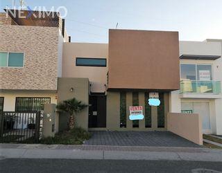 NEX-25997 - Casa en Venta, con 3 recamaras, con 2 baños, con 1 medio baño, con 169 m2 de construcción en El Mirador, CP 76134, Querétaro.