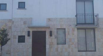 NEX-3642 - Casa en Renta en Residencial el Refugio, CP 76146, Querétaro, con 3 recamaras, con 2 baños, con 1 medio baño, con 139 m2 de construcción.