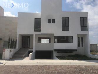 NEX-6827 - Casa en Venta, con 3 recamaras, con 3 baños, con 1 medio baño, con 243 m2 de construcción en Cañadas del Lago, CP 76922, Querétaro.