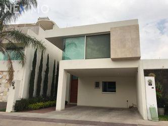 NEX-14250 - Casa en Venta, con 4 recamaras, con 4 baños, con 230 m2 de construcción en Horizontes Residencial, CP 78216, San Luis Potosí.