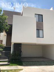 NEX-28643 - Casa en Venta, con 3 recamaras, con 3 baños, con 1 medio baño, con 289 m2 de construcción en Monterra, CP 78215, San Luis Potosí.