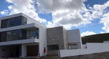 NEX-28790 - Casa en Venta en Club de Golf la Loma, CP 78215, San Luis Potosí, con 3 recamaras, con 3 baños, con 2 medio baños, con 376 m2 de construcción.