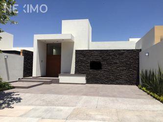 NEX-32414 - Casa en Venta, con 3 recamaras, con 3 baños, con 1 medio baño, con 285 m2 de construcción en Monterra, CP 78215, San Luis Potosí.