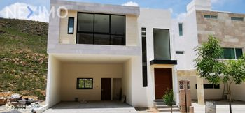 NEX-32993 - Casa en Venta, con 3 recamaras, con 3 baños, con 3 medio baños, con 305 m2 de construcción en Monterra, CP 78215, San Luis Potosí.
